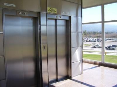 ascensores-1-y-2-planta-baja.jpg