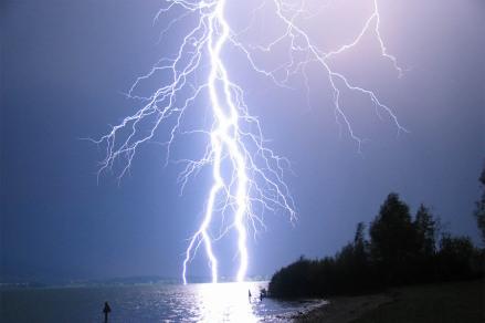 lightning-2a7z1.jpg